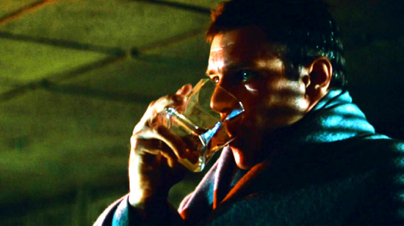 Deckard takes a drink from the Arnolfo di Cambio whisky glasses in Blade Runner (1982)