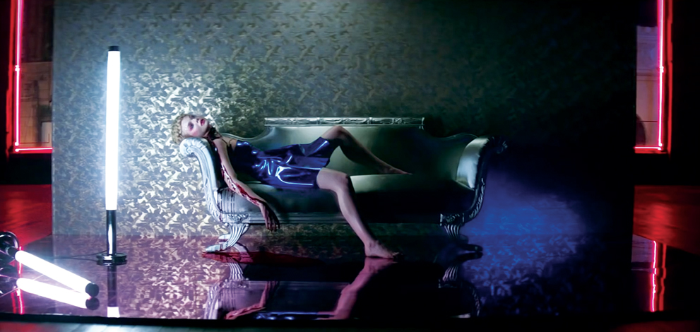 Neon lighting in film neon demon elle fanning