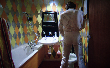 alex-bathroom-a-clockwork-orange-film-and-furniture