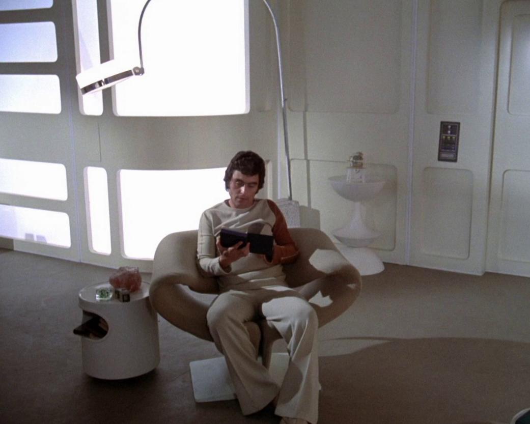 pierre-paulin-ribbon-chair-space-1999