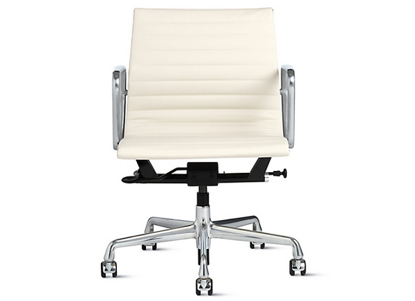 Eames (EA118) Aluminium swivel office chair