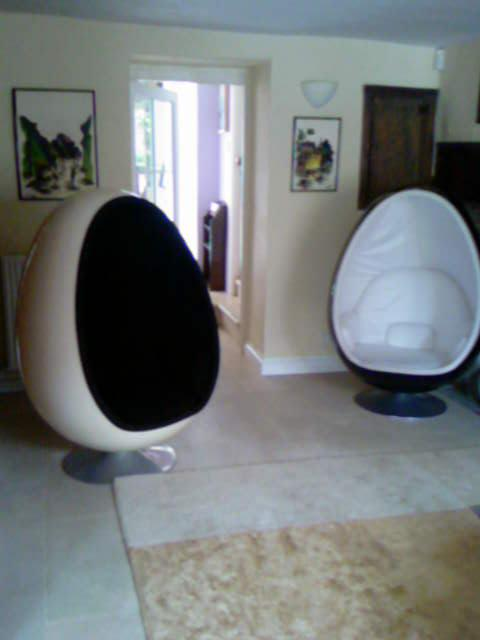 preloved-ovalia-egg-chairs