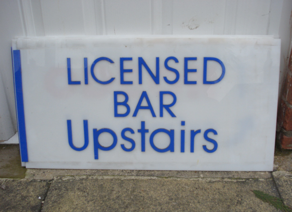 O-newcastle-odeon-licensed-bar-sign-film-and-furniture-600435