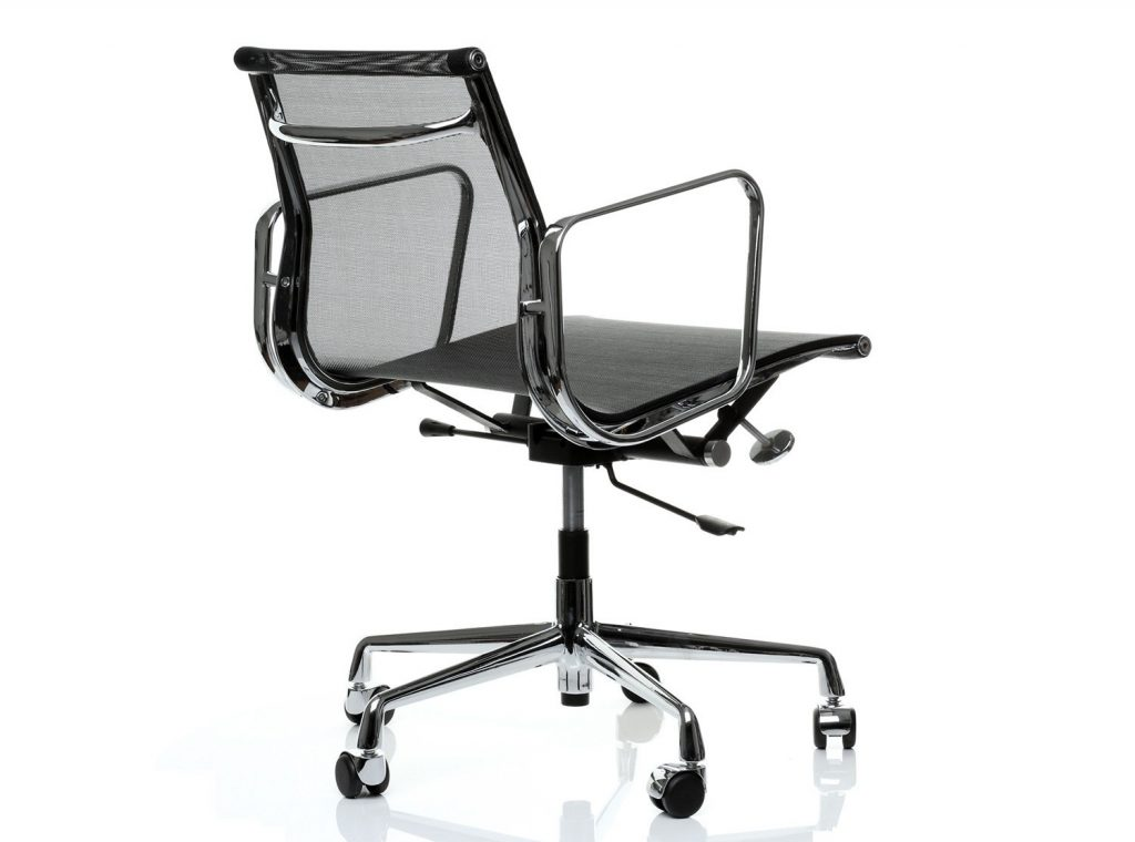 Eames Aluminium Group chair in black mesh / netweave
