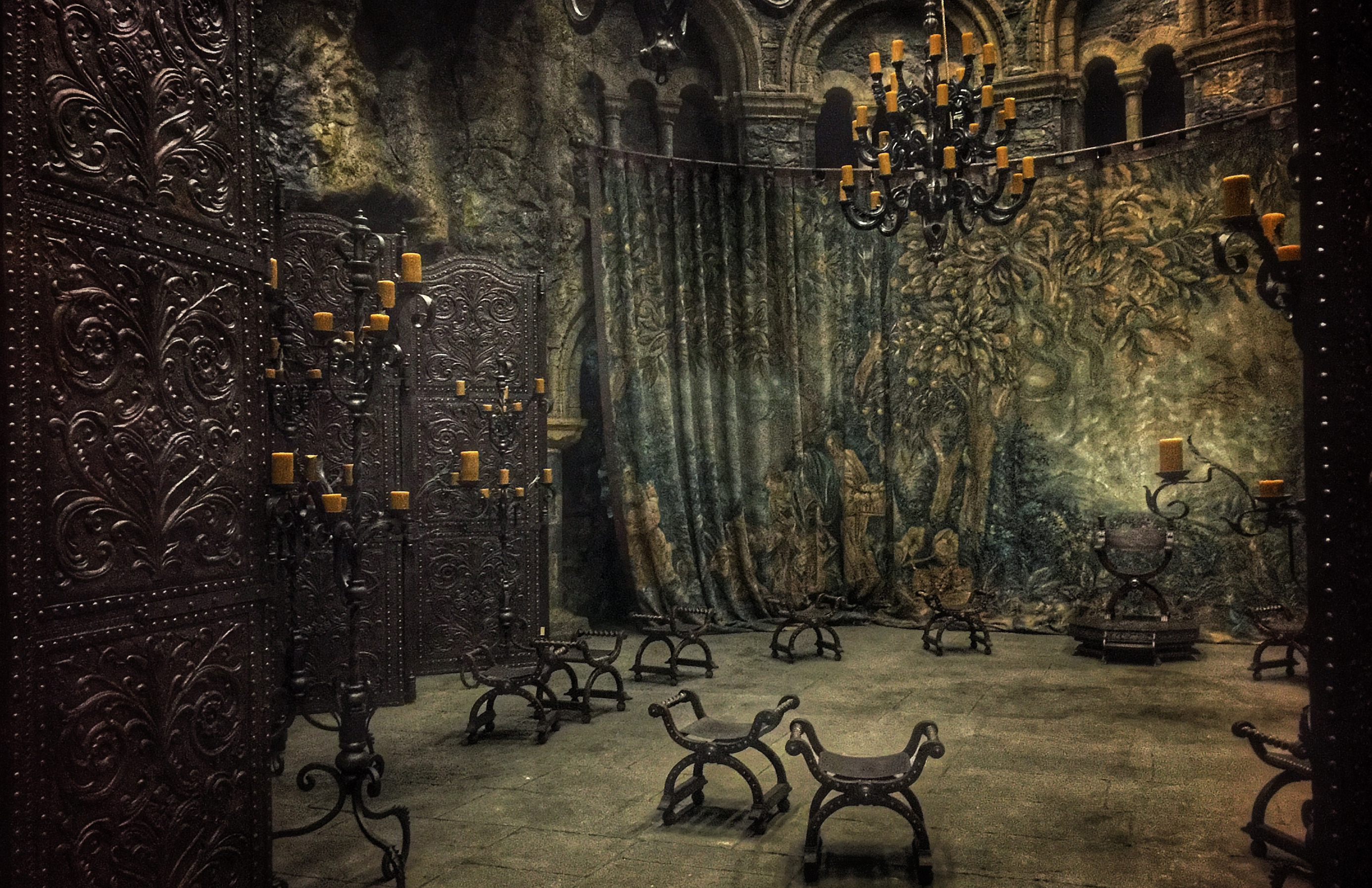 Tapestries and screens at Holyrood mary queen of scots film sets