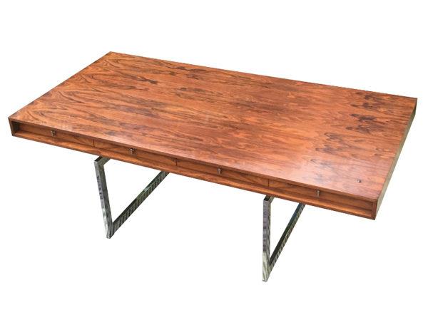 bond-desk-bodil-kjaer-film-and-furniture