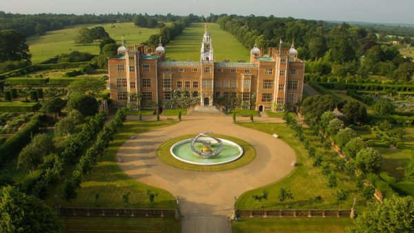 Luna Cinema to screen The Favourite at the actual filming location, Hatfield House