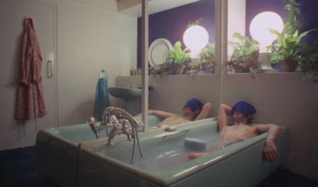 Alex in the bath in A Clockwork Orange bathrooms in film