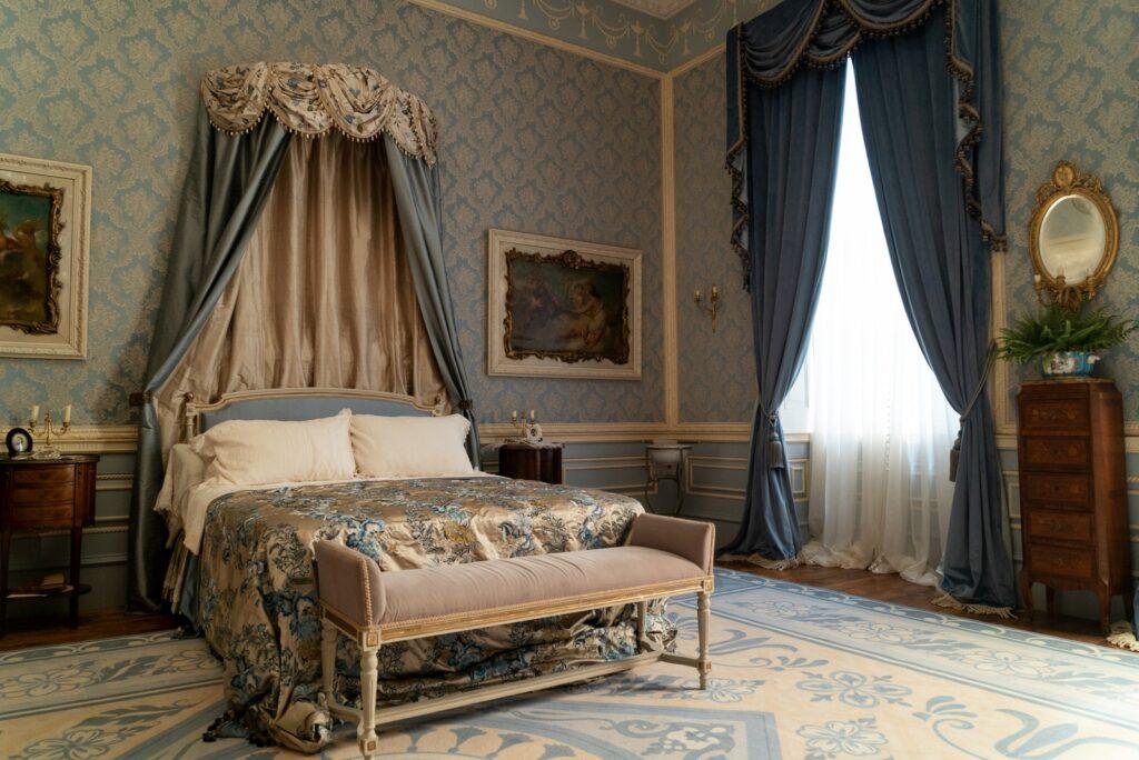 bedroom in the Bridgerton family home