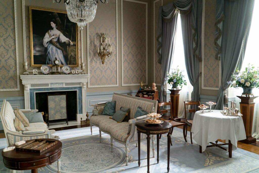 bridgerton-living-room