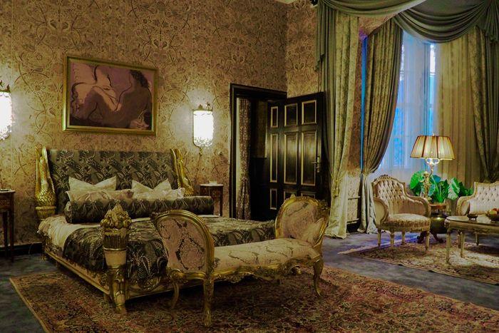 The Paris hotel room in The Queen's Gambit