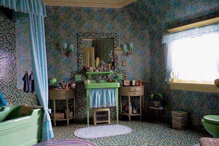 Mrs Wheatley's Bathroom in The Queen's Gambit